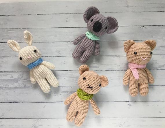 Amigurumi gehaakte kleine dier Koala konijn Beer en kat 4 stukken Gevulde rammelaar speelgoed baby gift 1