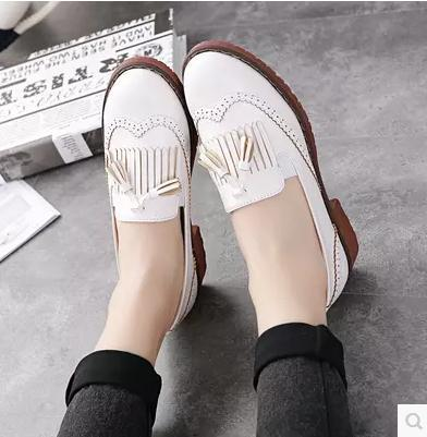 ec2de942e65 Ladies tassel carved platform shoes girls leather Oxford shoes women s  Brogues Leisure vintage loafers flats single brand shoes-in Women s Flats  from Shoes ...