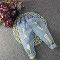 Bebê Girls & Boys Calças Jeans 2016 Nova Moda Infantil Calça Jeans Crianças Primavera de Algodão Rasgado Calças Soild Calça Jeans Solta Bebê Jeans 2-7Y