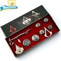 2016 Juego Caliente Assassins Creed Cosplay Collar de Colgantes 8 unids Juego Assassins Creed Traje Colgante de Aleación Collar de La Joyería