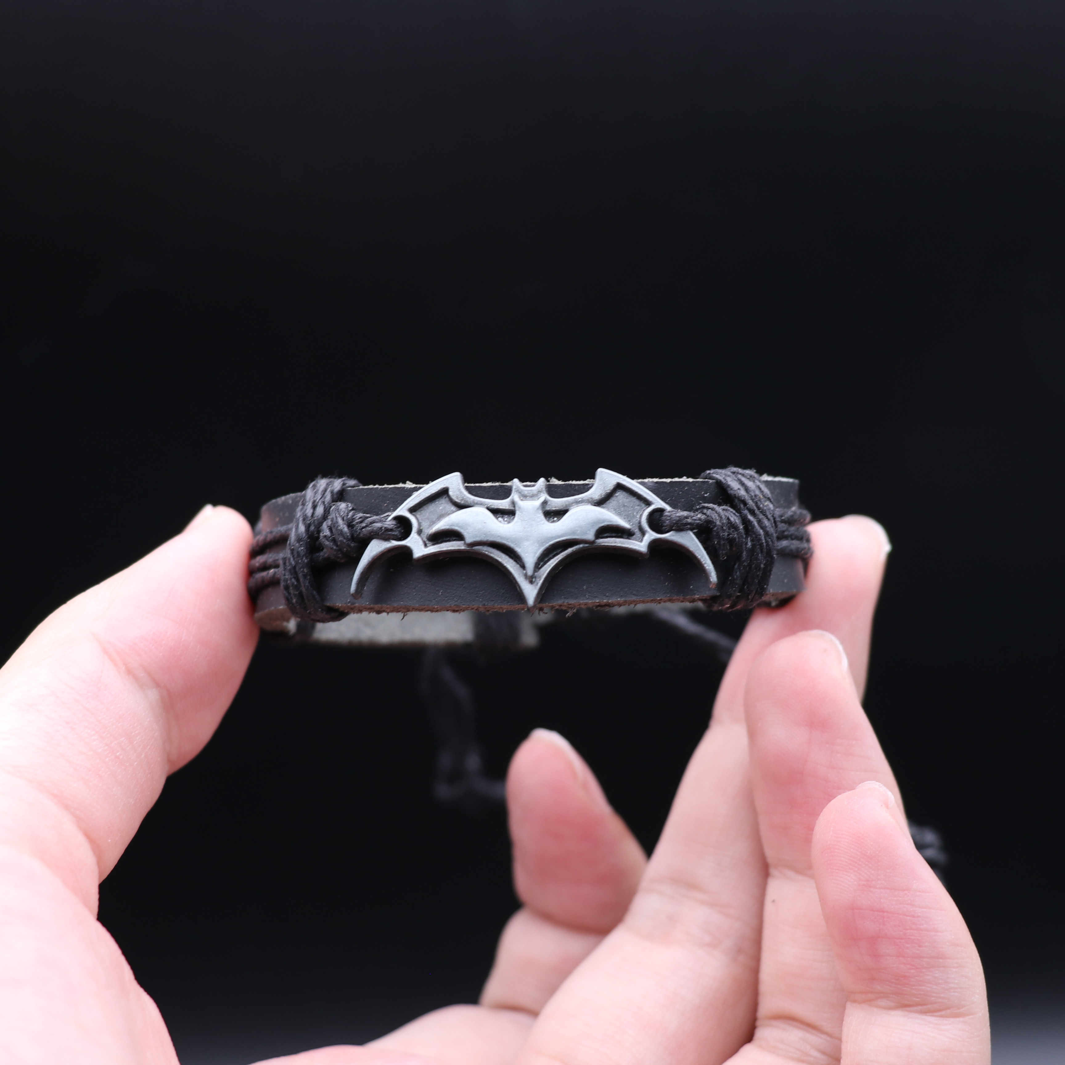 Nouveau film chaud Batman Bracelet Bruce Wayne Cosplay Badge cattlecacher tricot alliage Bracelet noir marron Fans cadeau Europe