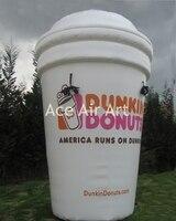 Réplica de la publicidad de productos inflables de taza para la apertura de la tienda con la publicidad logo