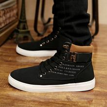 2016 autumn and winter the new Korean version of the men 's shoes to help high – end retro casual men' s trend with Martin boots