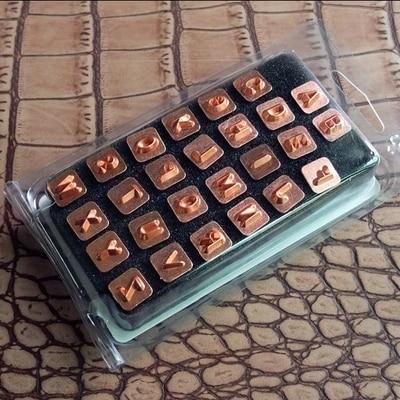 BRICOLAGE Johnleather Artisanat Hauts Standard Lettres 26 Alphabet Timbre Ensemble D'outils 7mm * 7mm Avec Nickel Plaqué En Métal poteau