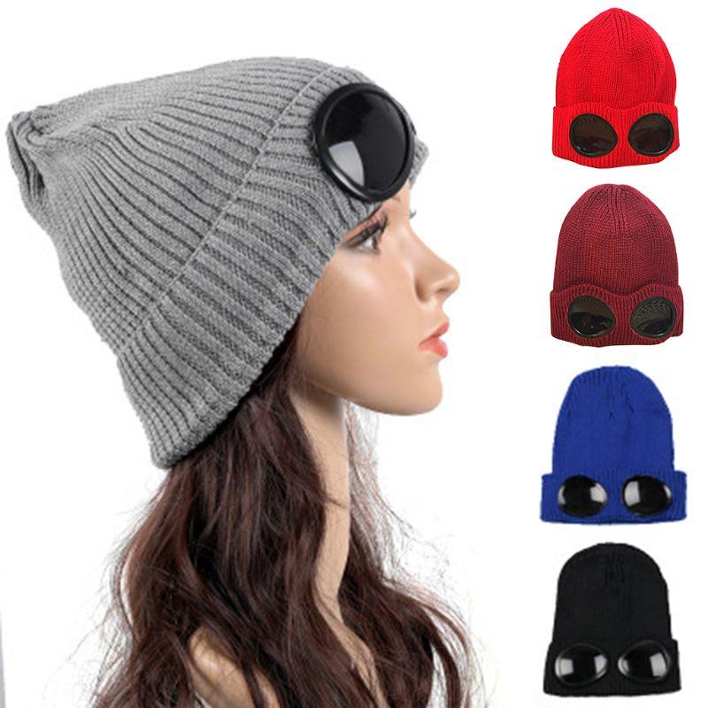 5e64dc97ee3d7 Nuevo mujeres Unisex doble uso invierno engrosada sombrero a prueba de  viento gafas gorro de esquí de nieve de Color sólido esposado oído más  caliente