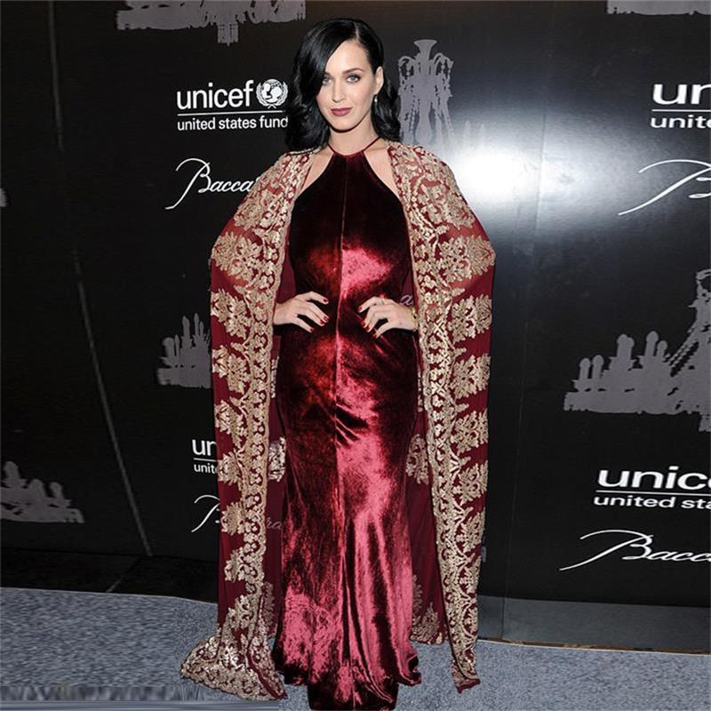 ユニークなホルターブルゴーニュベルベットマーメイドセレブドレス有名なデザイナードレスでシフォン刺繍マン