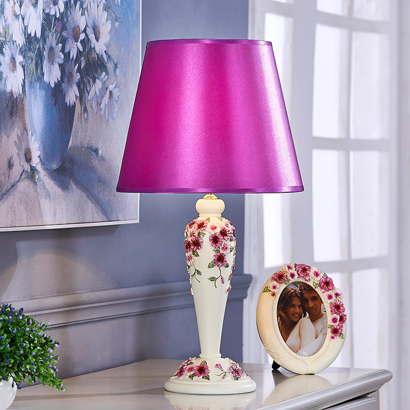 TUDA LED Table Lamp European Creative Wedding Table Lamp Red Married Marriage Room Supplies Furnishing Articles Desk Lamp