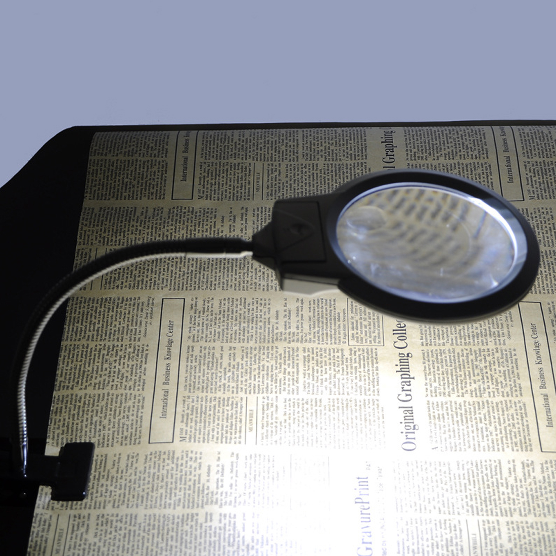 LED Illuminating Magnifier 2.5X 107MM 5X 24MM Metal Hose Magnifying Glass Desk Table Reading Lamp Light with Clamp