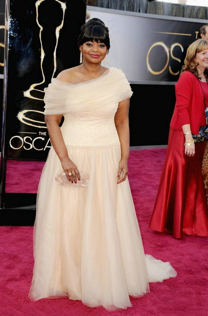Celerity Dresses For Women Over 40 Light Up the Red Carpet at the 2017  Oscars Champagne Evening Gowns Custom Made 8c907cb357e9