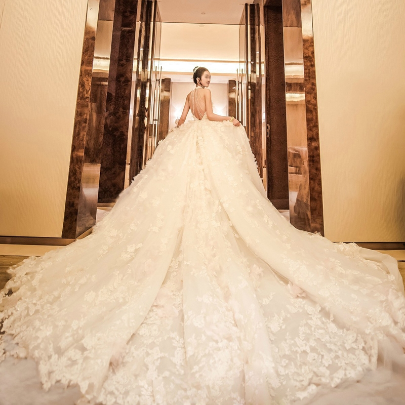 Luxury Cathedral Royal Train Ball Gown Dubai Flowers Lace