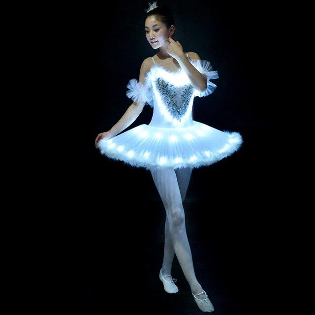 492285f8e2 Tutus de Balé profissional LED Swan lake Ballet Adulto Roupas De Dança Saia Tutu  Mulheres Bailarina