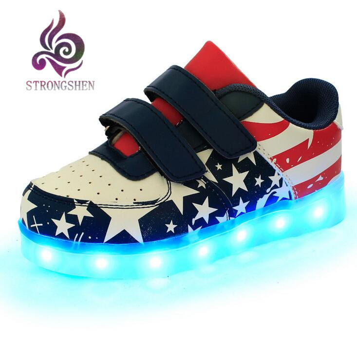 강렬한 USB 충전 패션 다채로운 빛나는 학생 신발 소년 유령 단계 조명 LED 빛나는 스포츠 샌들 여자