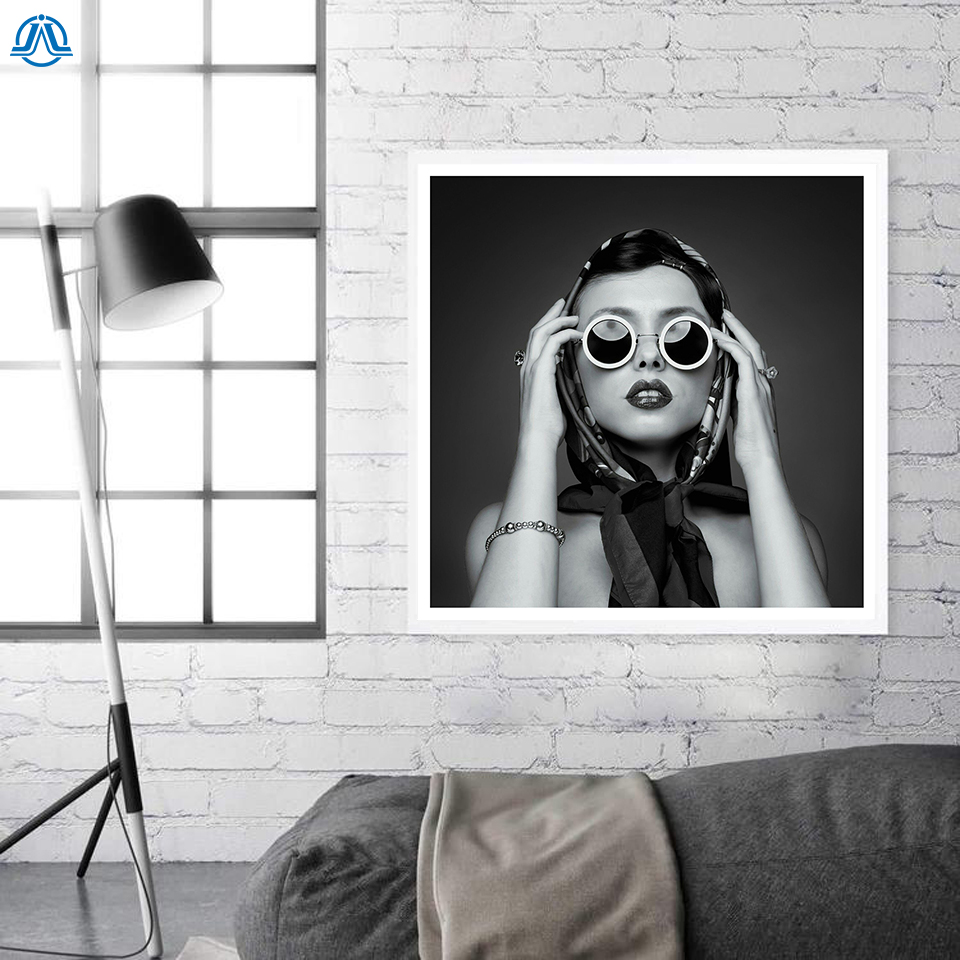 Vogue black white photography girl canvas painting art wall pictures for living room home decor posters prints modern hd square