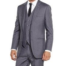 7d7f270743181 2018 Gri Düğün Smokin Damat Giyim Üç Parçalı Ceket Pantolon Yelek Çentikli  Yaka İki Düğme Klasik Fit İş Erkekler Takımları