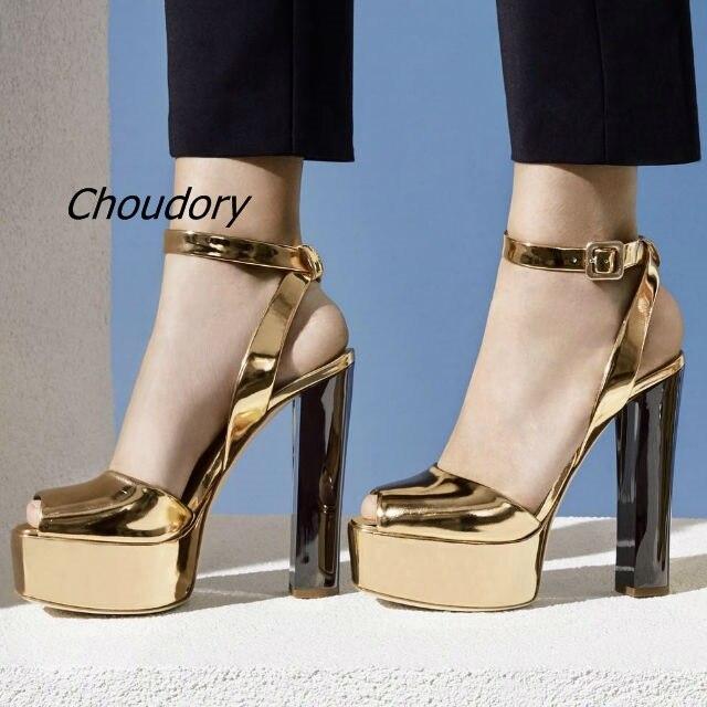 Naujas atvykimo patentinės odos / lakštų platformos sandalai Moterų avalynė sagtimi stiliaus stambusis aukštakulniai sandalai pėdkelnės kulnais