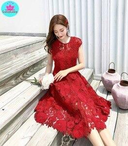 Image 2 - 2019 yaz yeni ağır iş dantel ajur retro kırmızı elbise bel elbise diz boyu tankı dantel kolsuz