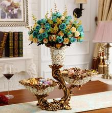 The vase is decorated with a European living room arrangement of flower for the design antique furniture table decoratio