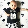 2017 estilo verão leite do bebê menino roupas de algodão de moda roupas de bebê definir ocasional de manga curta impressa t-shirt + calças 2 pcs conjuntos