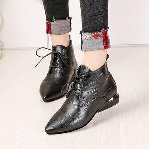 Image 4 - Botas de piel informales con tacón bajo para Mujer, botines de goma con punta en pico, en color negro y rojo, para Primavera, 2020
