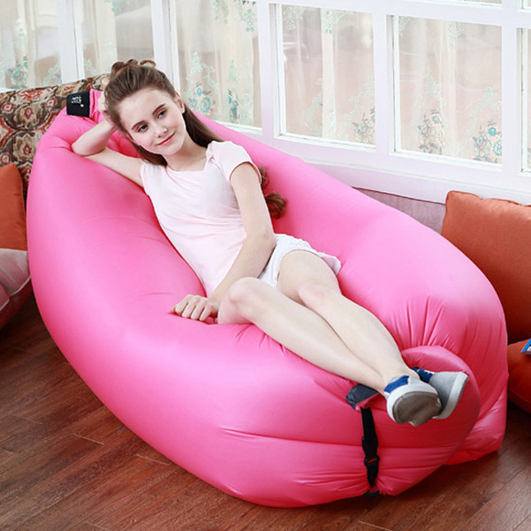 Portable outdoor air inflatable cushion sofa lazy beach sleeping bag folding inflatable bed fashion colorful shaded air sofa lazy sleeping bag portable outdoor beach shade inflatable sofa bed with paddle