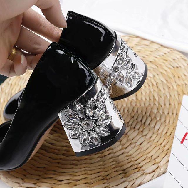 Tête Ronde À Chaussures Hauts Nouveau Pas Logo Verni De Femmes Talons En Avec Strass Cuir La Mode n8xxTXHwI
