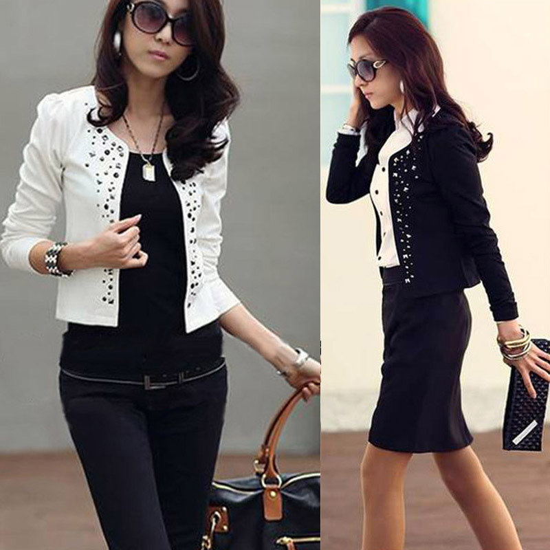 Super Fashion Cool mujeres señoras manga larga encogimiento de hombros  trajes pequeña chaqueta elegante mujeres remache abrigo negro blanco en  Chaquetas ... 4f0f3db87529