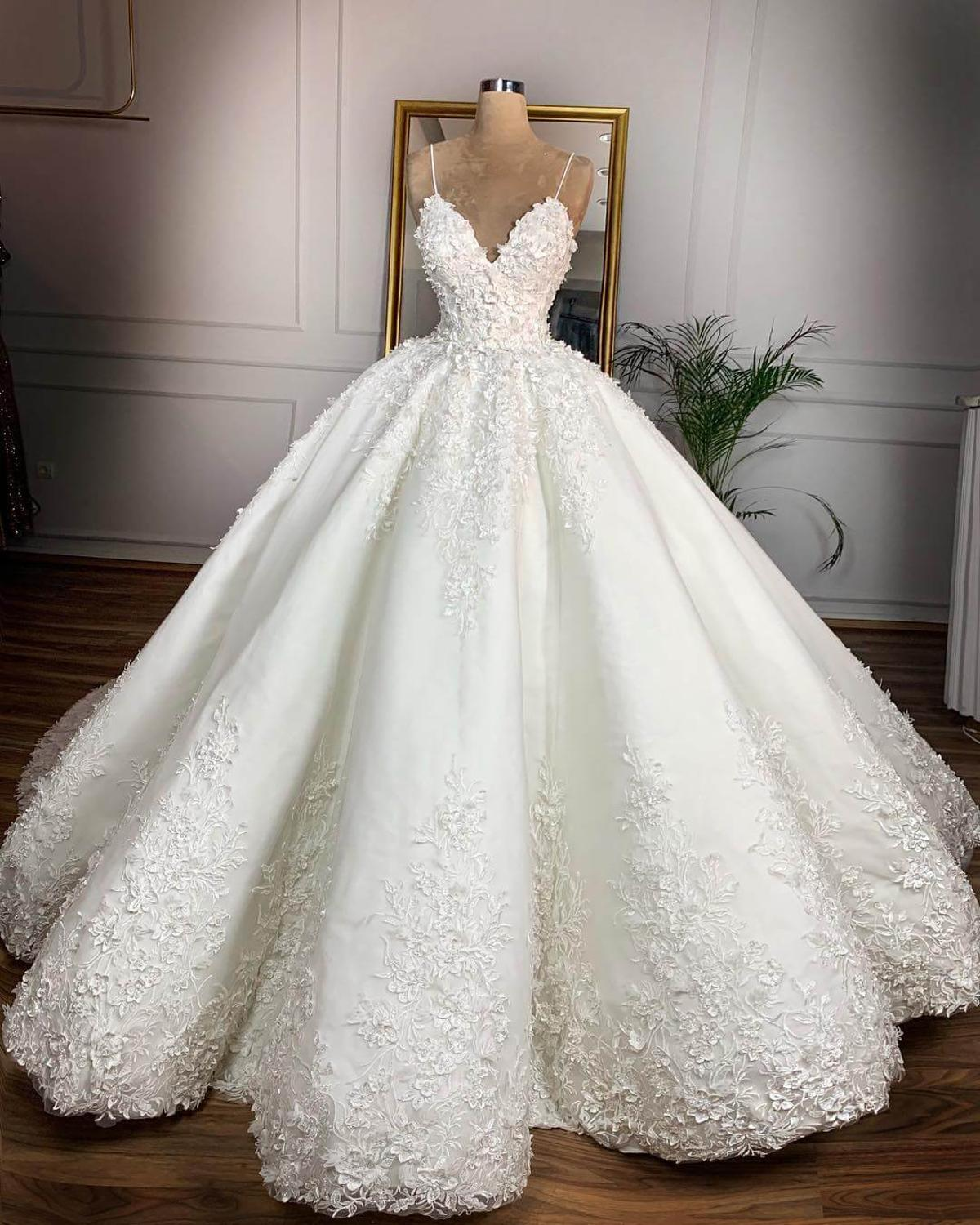 Vintage Lace Floral Ball Gown Wedding Dresses Casamento Romantic V-neck Lace Up Plus Size Wedding Bride Dress Gelinlik