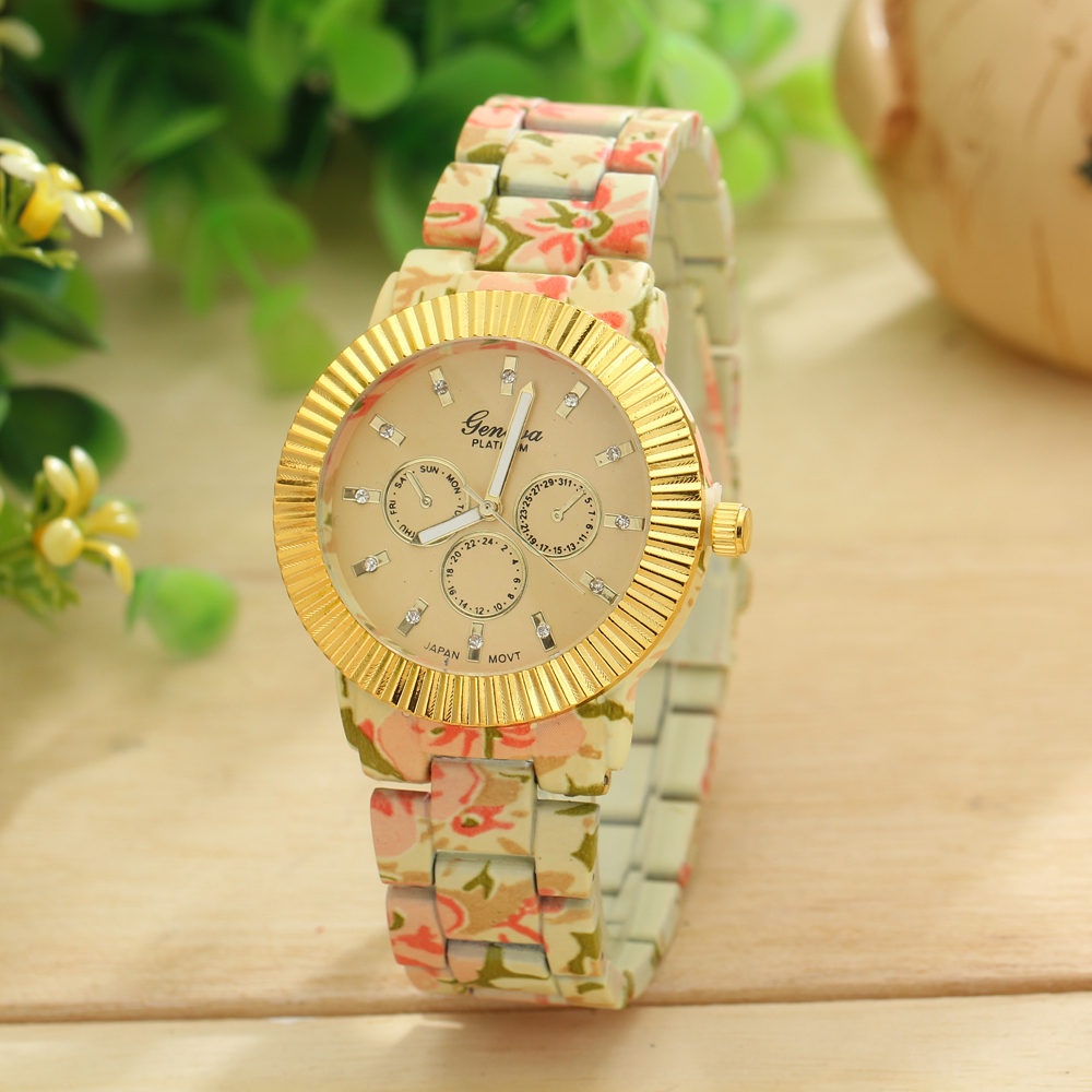 The new high quality quartz watch Watch Girls Watch top luxury brand watches silicone printing flower