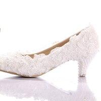 Beyaz Dantel Düşük Topuk Düğün Gelin Ayakkabıları Yavru Topuk Nedime Ayakkabı Zarif Parti Süslenmiş Balo Ayakkabı Bayan Dans Ayakkabıları