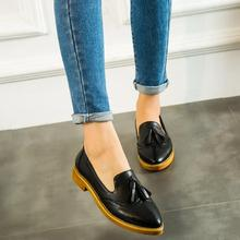 2016 New Women Leather Brogue Shoes PU Soft Woman Flats Shoes Pointed Toe Slip on Loafers for Woman