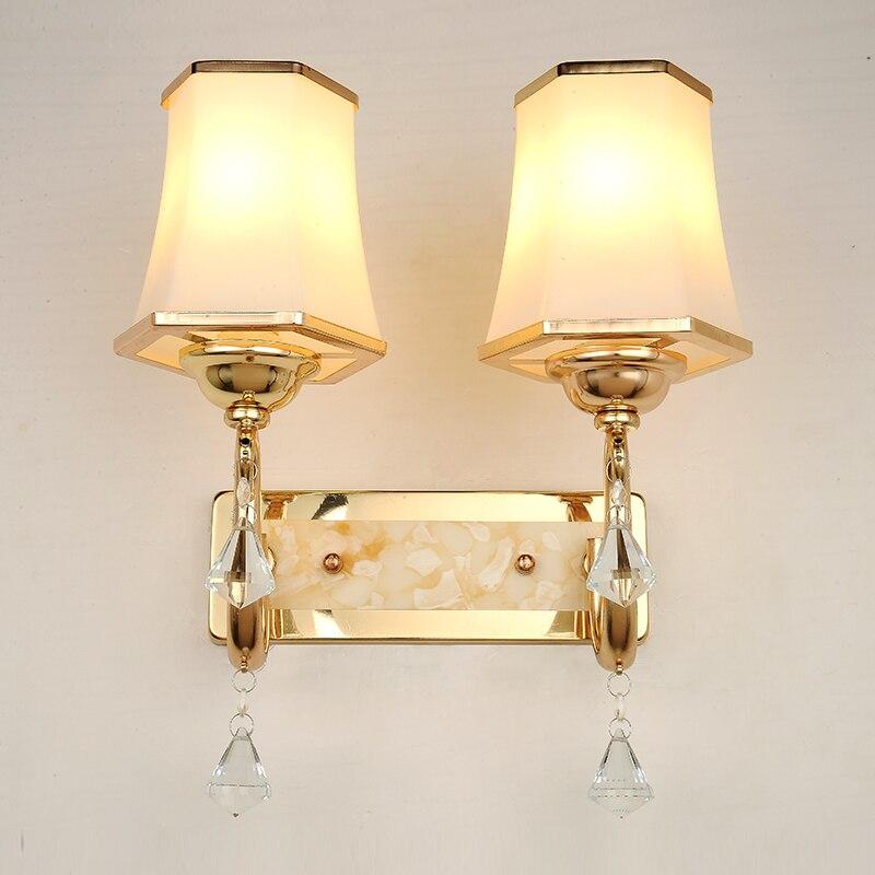 Заслуженный Европейский современный минималистский бра хрустальные теплые спальня ночники номер проход отель светодиодный светильник ...