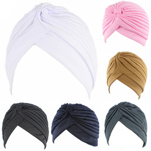 Image 2 - נשים אלסטי נמתח בימס כובע בנדנות הגדול סאטן מצנפת חיג אב כובע כובע עבור Musleim נשים מוצק צבע מוסלמי טורבן כובע 1PCS