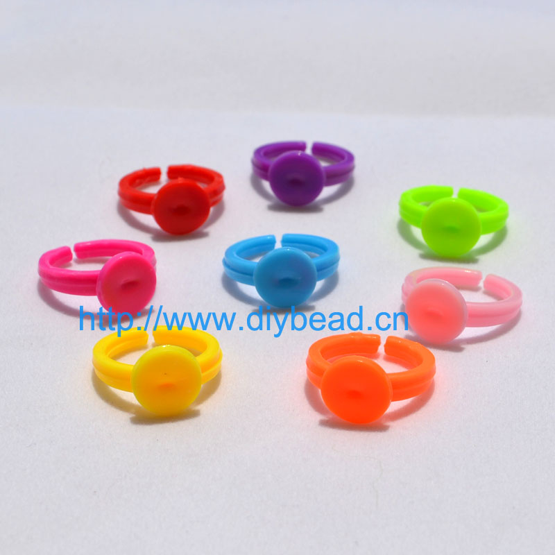30 Pcs 18mm Mix Color Adjustable Flat Rings Plastic Pad Bases Blanks Glue On cabochon setting rings For Children Jewelry Making on near la rings