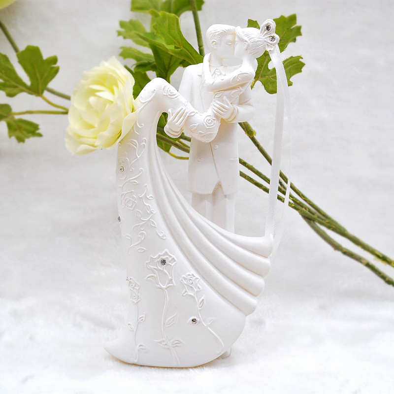 Rustic Love Bride And Groom Wedding Cake Topper Resin Engagement Cake topper Wedding Decoration topo de bolo casamento CasamentoRustic Love Bride And Groom Wedding Cake Topper Resin Engagement Cake topper Wedding Decoration topo de bolo casamento Casamento