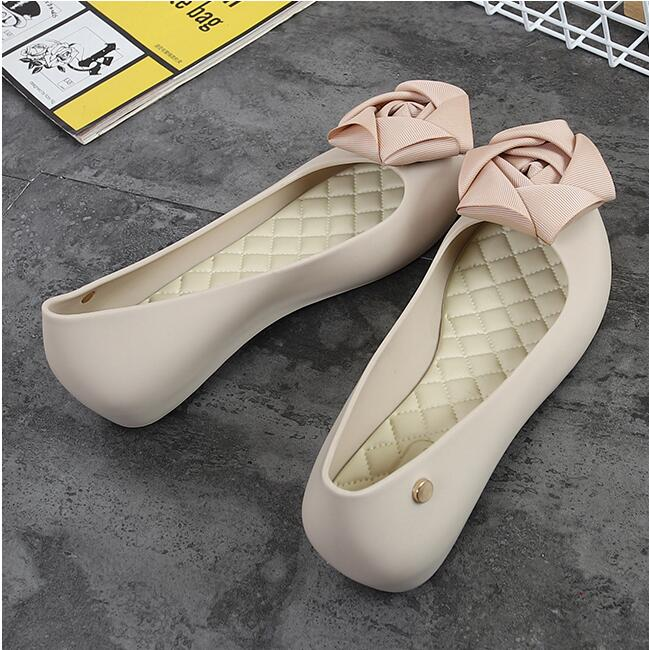 Rouroliu Women New Fashion Cloth Flower Jelly Rain Shoes Breathable Non Slip Water Shoes Casual Shallow Beach Shoes Woman RB48 in Ankle Boots from Shoes