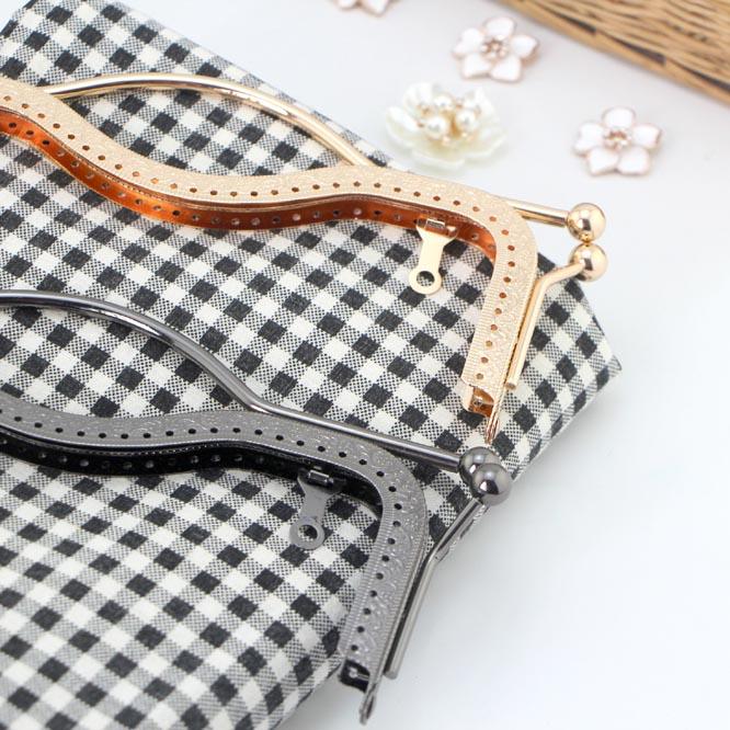 Nabi retail 20CM lips purse frame handle big Kiss Clasp Coin embossing DIY Quilting handmade bag / bronze silver gold black