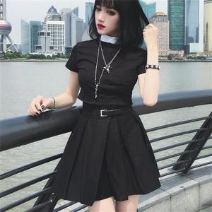 Image 2 - InstaHot gothique taille haute plissé jupes femmes 2019 Punk école Style froncé noir plissé Mini jupes boucle Streetwear printemps