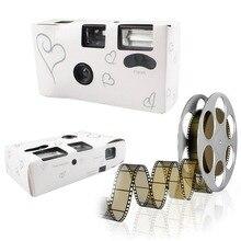 Карточный вспышкой серебряные смешно сердце со одноразовые камеры свадебные стол и
