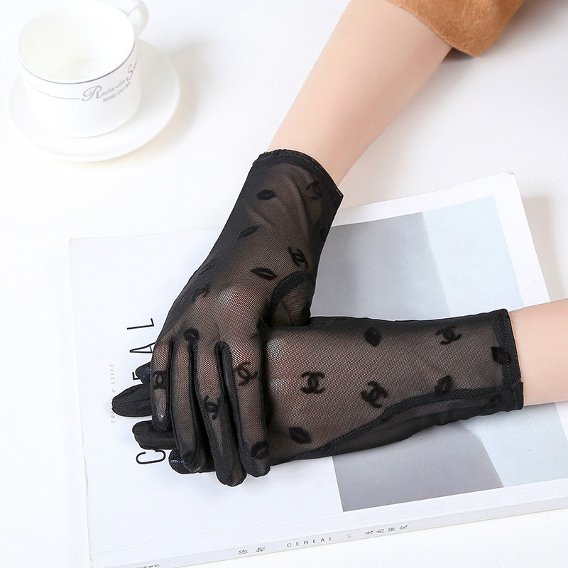 2017 New Summer Practical Women's Gloves Jacquard Lady's Anti-uv Lace Gloves Female Driving Gloves White Black Colors