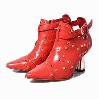 2017 Ранней Весной Новые Сапоги Мода Мартин Ботинки Женщин Челси загрузки Высокие Каблуки Пряжки Заклепки Шипованные Ботинки Женщин Красный