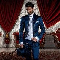 Su ordine Del Ricamo Smoking Dello Sposo Mandarin Risvolto uomo Vestito Blu Navy GroomsmanBest Uomo WeddingProm Suits (Jacket + Pants + Tie).