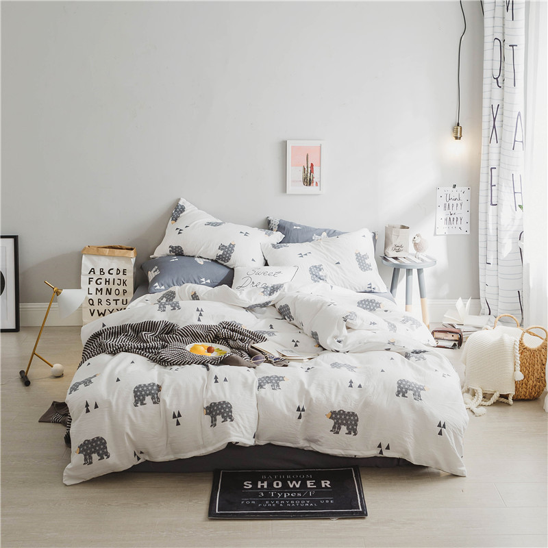 Fashion Cartoon Black And White Bear Pattern 4Pcs Bedding Sets Queen Size Bed Set/Bedclothes For Kids/Bed Linen Duvet Cover Set Fashion Cartoon Black And White Bear Pattern 4Pcs Bedding Sets Queen Size Bed Set/Bedclothes For Kids/Bed Linen Duvet Cover Set