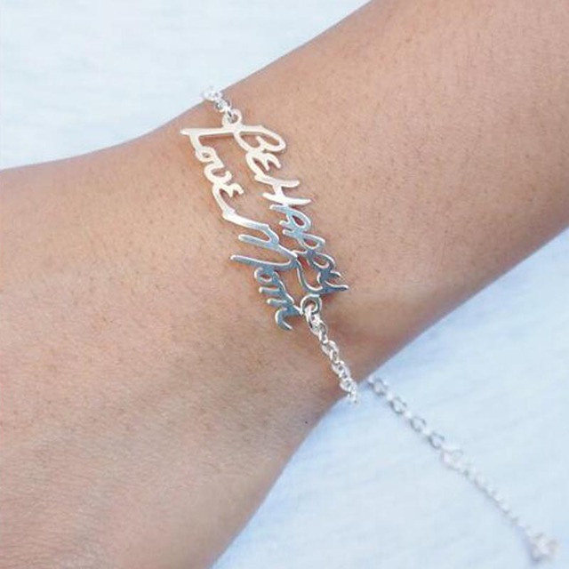 8ec1bea69b36 Venta al por mayor de nombres de firma personalizados pulseras colgantes  tobilleras grabadas pulseras de placa
