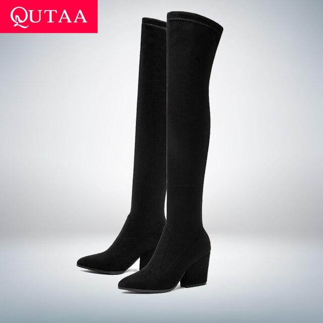 Женские сапоги из эластичного материала QUTAA, черные сапоги выше колена на расширяющемся книзу каблуке, с острым носком, облегающие ботфорты,...