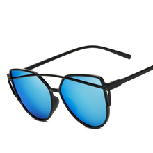 2017 new female brand designer sunglasses Fashion plastic frame personalized color glasses driver driving the use of UV400