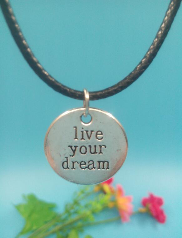 cb4a60b4c جولة قلادة قلادة خمر الفضة القديمة البرونزية سحر يؤمنون الحب تعيش حلمك  قلادة جديدة الأزياء والمجوهرات هدية