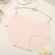 DEWVKV Sexy Briefs Soft Womens Intimates Mid-Rise Seamless Underwear Comfortable Breathable Ice Silk Panties Hot Sale ZC