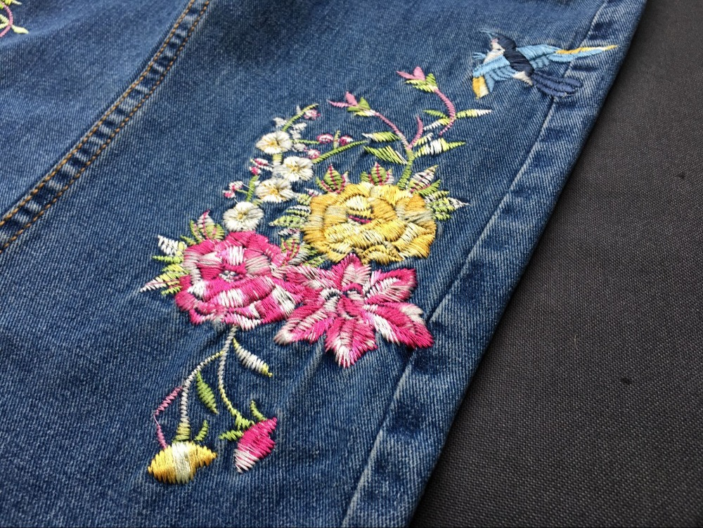 2017 Europe and the United States women's three-dimensional 3D heavy craft bird flowers before and after embroidery high waist Slim straight jeans large code system 46 yards (27)