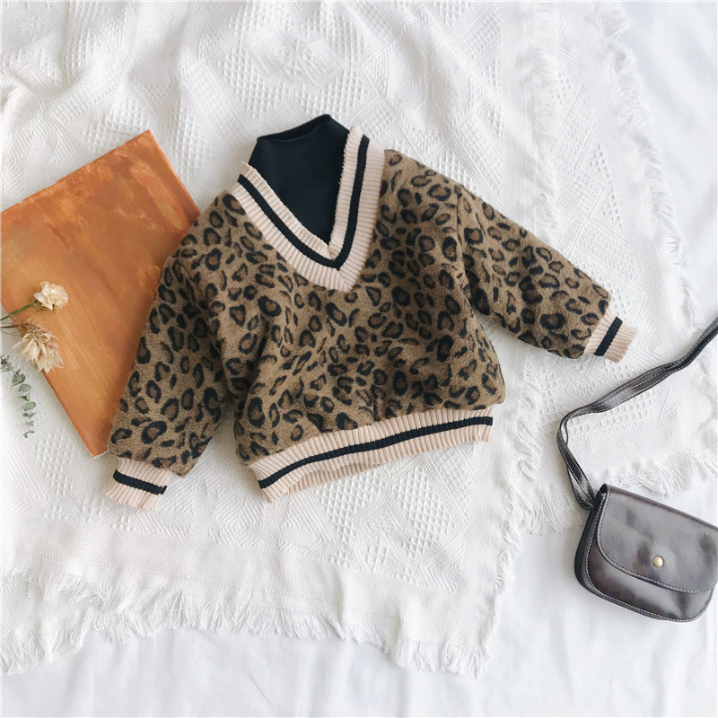 Image 5 - 2018 Winter New Arrival Korean Version cotton V collar fake Two Leopard printed plushed and thickened hoodie for fashion girls-in Hoodies & Sweatshirts from Mother & Kids
