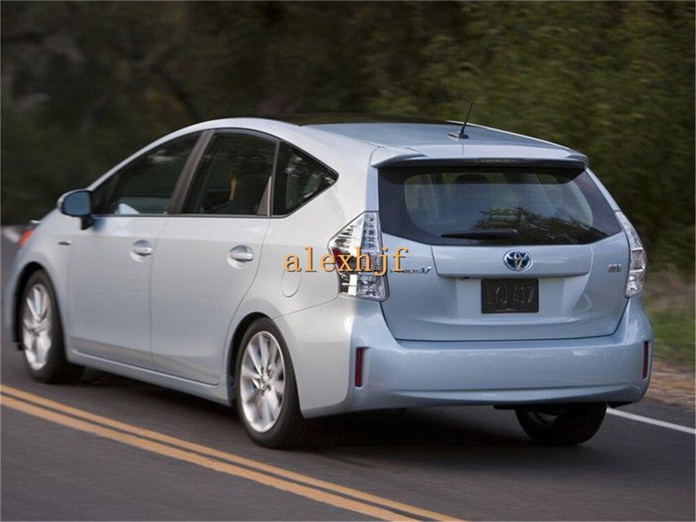 Toyota-Prius_V_2012-1